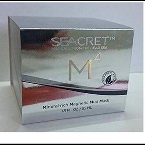 Seacret m4 Mineral rich magnetic mud mask.